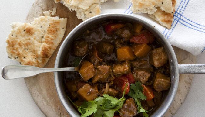 Liellopa gaļas sautējums ar ķirbi un garam masala