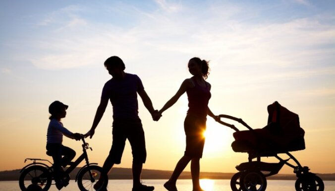 В Латвии три года подряд растет рождаемость и число браков