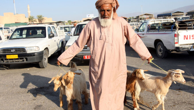 Omānā paātrina omanizāciju: ārvalstniekiem dod gadu valsts amatu atdošanai vietējiem