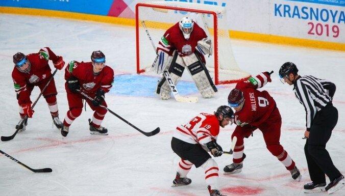 Latvijas hokeja izlase trešajā periodā piesmej Zviedrijas studentus