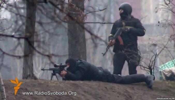 Snaiperiem Kijevā bija pavēle šaut gan uz protestētājiem, gan uz miličiem, atklāj deputāts
