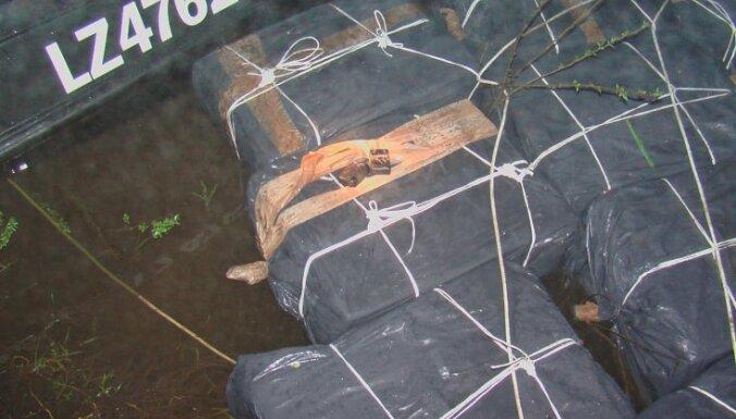 Robežsargi 'pārķer' plostu ar 148 000 kontrabandas cigarešu