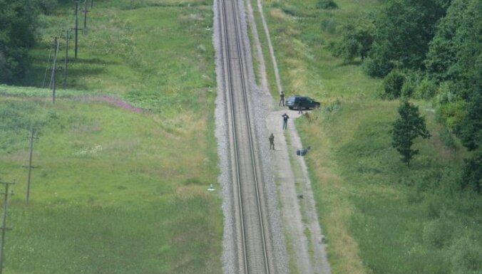 Контрабандисты сбрасывали с поезда канистры с дизельным топливом