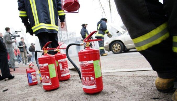Aizvadītās diennakts laikā Latvijā reģistrēti 35 ugunsgrēki; cietis viens cilvēks