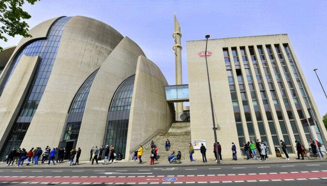 Ķelnes 35 mošejām ļauj ar skaļruņiem sasaukt dievlūdzējus