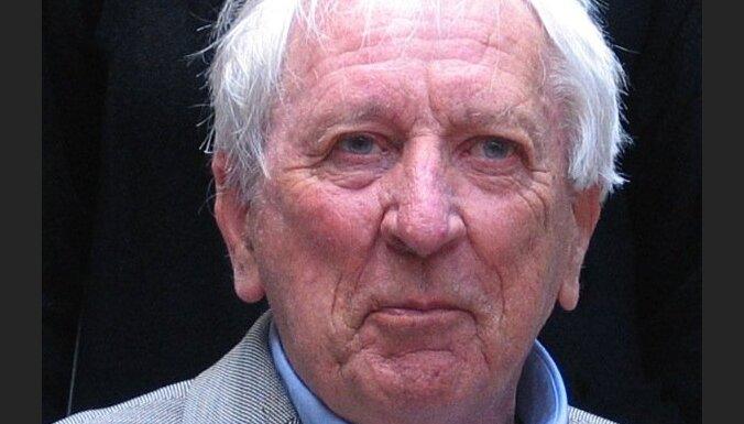 Nobela prēmiju literatūrā saņēmis zviedru dzejnieks Tomass Transtremers