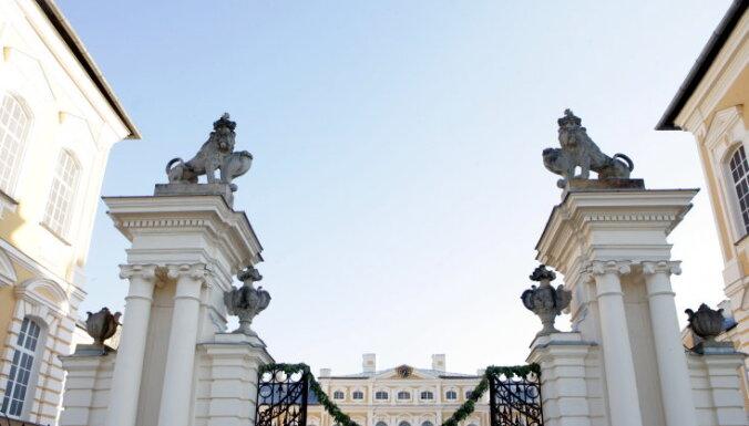 """Агент Скалли во дворце Растрелли. Как британцы снимали в Рундале """"Войну и мир"""""""