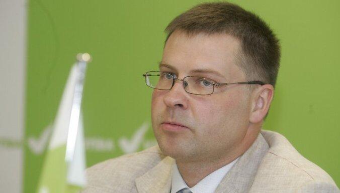 Ministru prezidents Valdis Dombrovskis preses konferencç par apvienîbas Vienotîba ekonomisko programmu un deputâtu kandidâtu sarakstu 10. Saeimas vçlçðanâm 2010.gada 15.jûlijâ. Foto: Inga Kundziòa/afi