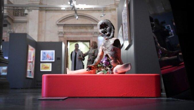 Foto: Rīgā atklāta pazīstamā Ņujorkas mākslinieka Borisa Lurjes izstāde