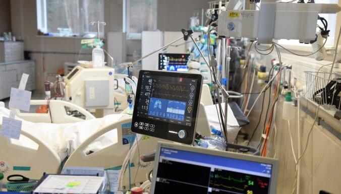 Atsevišķās slimnīcās Covid-19 pacientu gultu noslodze pārsniedz 100%
