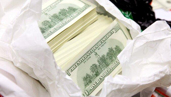 Tiesai nodod vērienīgu ASV dolāru viltotāju krimināllietu