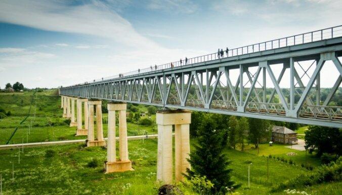 Lietuvā šovasar tūristiem atklās augstāko skatu platformu valstī – Līduvēnu tiltu