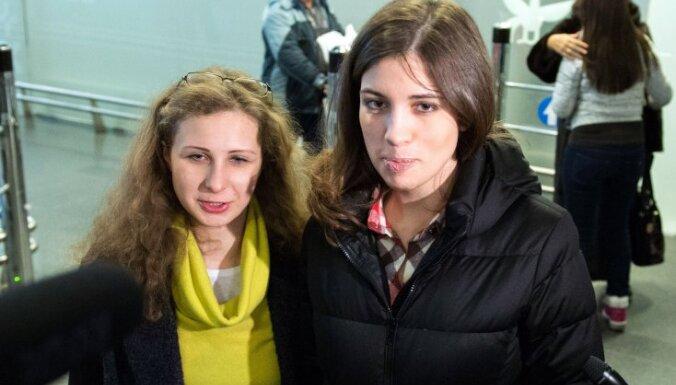 Pussy Riot открестились от Алехиной и Толоконниковой