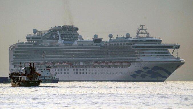 ВИДЕО: 10 человек заразились коронавирусом на круизном лайнере. Там отдыхал пенсионер из Гонконга