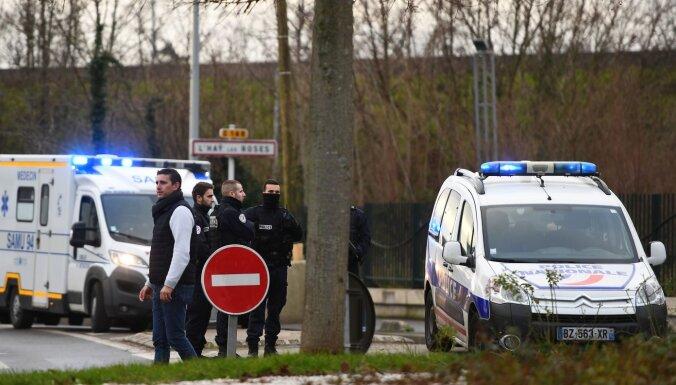 Francijā uzbrukumā ar nazi bojā gājis viens cilvēks; uzbrucējs nogalināts