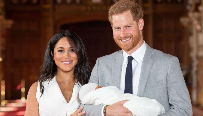 ФОТО, ВИДЕО: Меган Маркл и принц Гарри впервые показали младенца и объявили его имя
