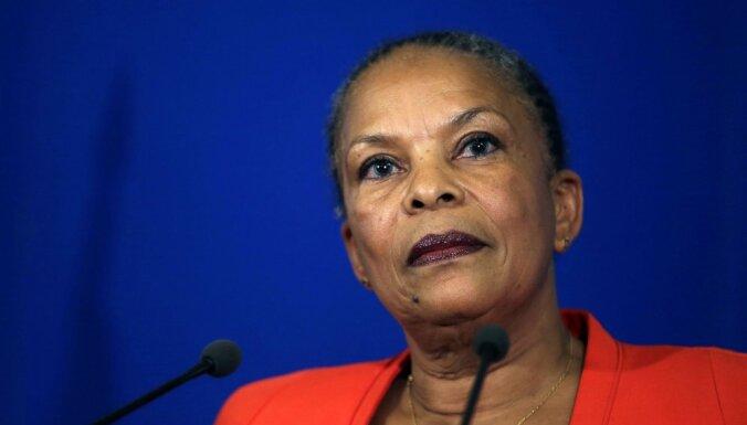 Francijā tieslietu ministre atkāpjas, protestējot pret ieceri atņemt pilsonību teroristiem