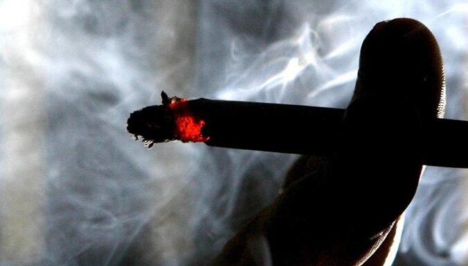 Saeimas komisija pauž atbalstu cigarešu noslēpināšanai veikalos
