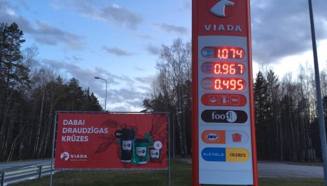 Цены на топливо в Латвии опустились ниже евро за литр