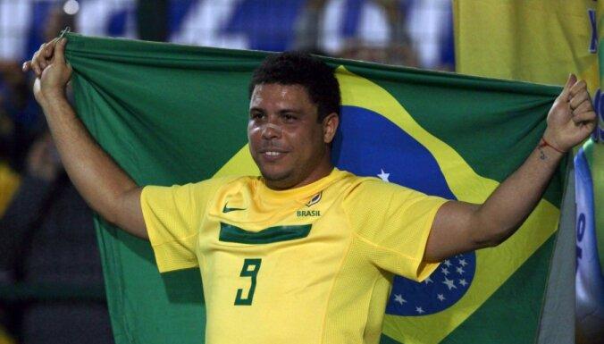 Brazīlija uzvar Rumāniju Ronaldo atvadu mačā