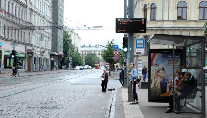 'Rīgas acs' gatavojas pirkt jaunus sabiedriskā transporta reāllaika tablo