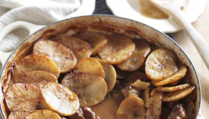 Fotorecepte: Sautēta jēra gaļa ar kartupeļiem