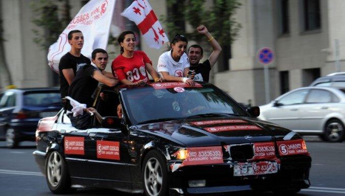 Aptaujas: Gruzijas parlamenta vēlēšanās uzvarējusi opozīcija