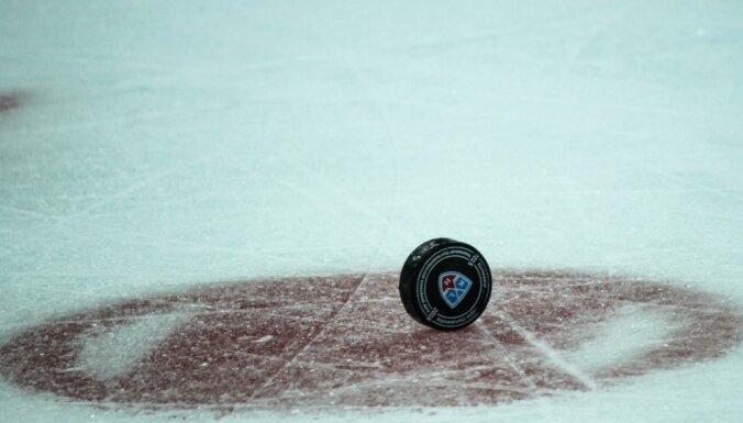 Novosibirskas 'Sibirj' pirms KHL sezonas sākuma paliek bez pieredzējušā aizsarga Loginova