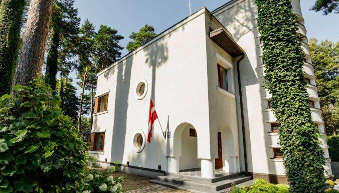 """ФОТО. Дом в Межапарке за 1,7 млн евро, где когда-то располагался швейный салон """"Бурда"""""""