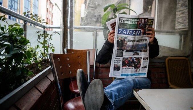 Vardarbīgi pārņemtais Turcijas opozīcijas laikraksts iznācis ar mainītu kursu