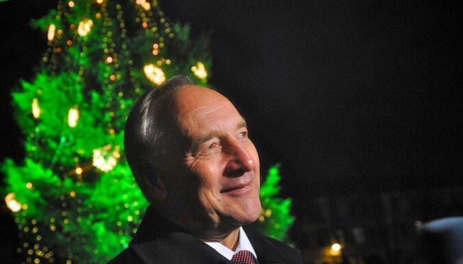 Valsts prezidents Bērziņš Ziemassvētkos uzsver ticību labajam