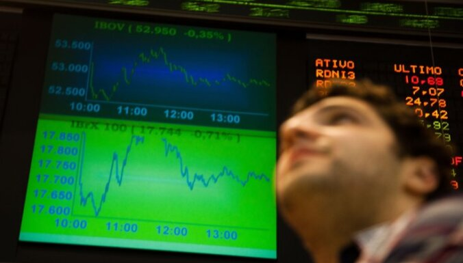 Biržu indeksi krītas, Ķīnai atbildot uz ASV tarifiem
