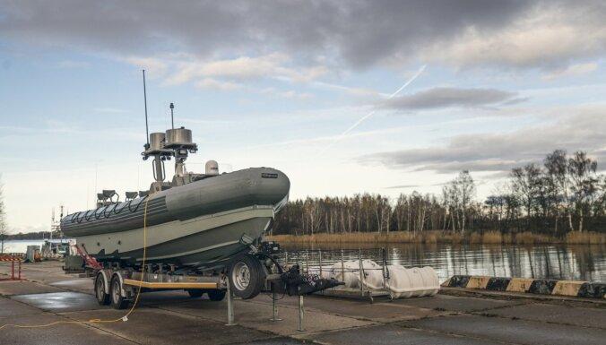 Foto: NBS saņem laivas speciālo operāciju veikšanai