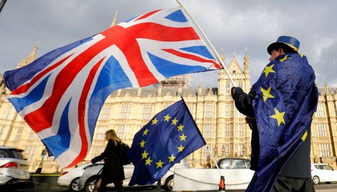 ES un Lielbritānijas pēcbreksita sarunas nonākušas ļoti sarežģītā posmā