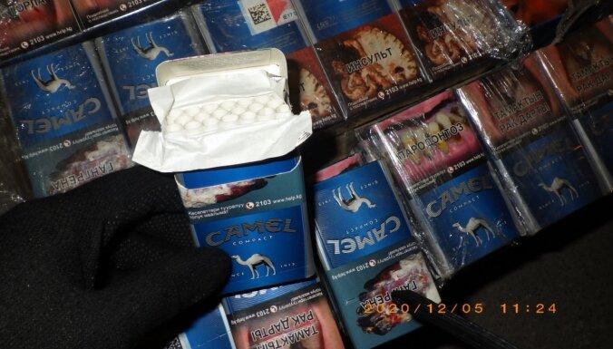 ФОТО. Таможенники нашли в тайниках более 145 000 сигарет