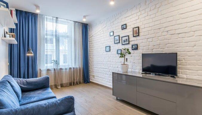 Plašs mājoklis ar izteiksmīgiem akcentiem: moderns dzīvoklis Rīgā