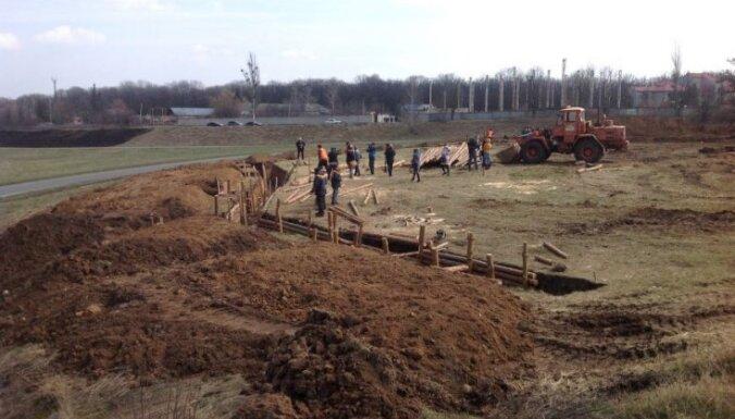 ФОТО: Под Харьковом строят оборонительные укрепления