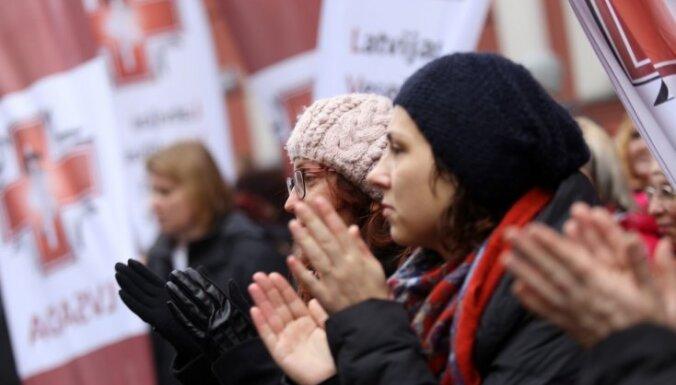 'Realitāte ir skaudra un ciniska' – mediķi un pedagogi vēršas pie augstākajām amatpersonām