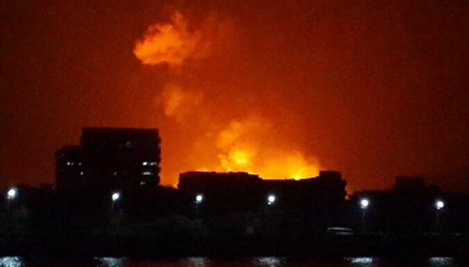Indijā kokmateriālu tirgū izcēlies plašs ugunsgrēks; bojā gājuši astoņi cilvēki