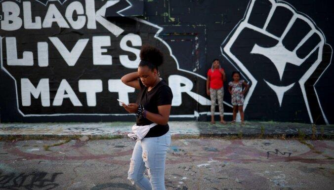 В США произошли столкновения с полицией после гибели афроамериканца при задержании