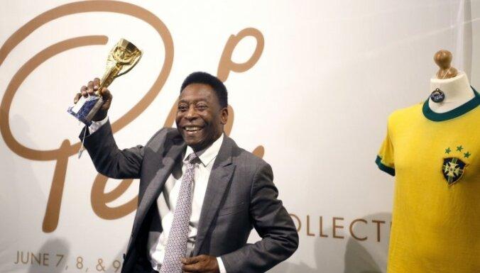 Пеле распродал все свои награды за 4,4 миллиона евро