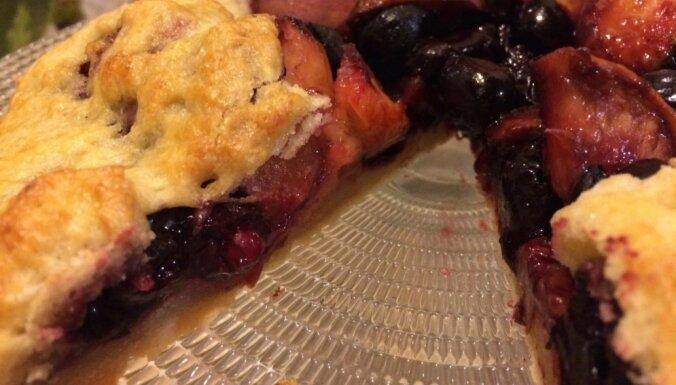 Izcili vienkāršais melleņu un persiku pīrāgs