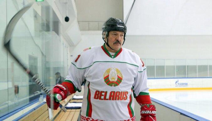 Lukašenko: Uz ledus nav vīrusu, jo tas ir ledusskapis