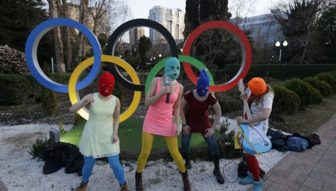 Сочи: казаки нагайками отстегали активисток Pussy Riot