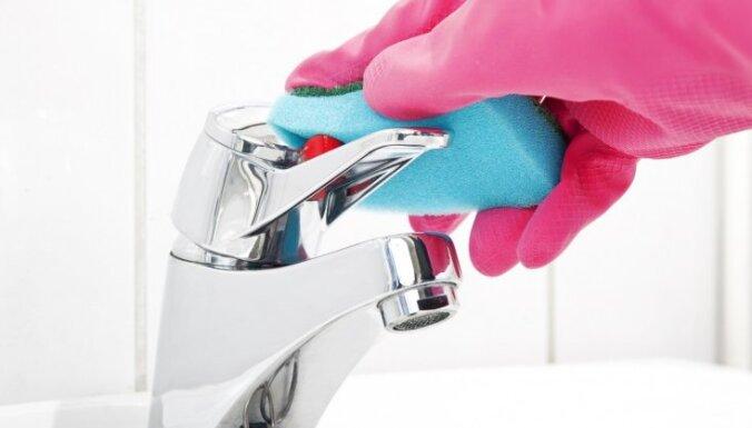 Kā tīrīt hromētas virsmas vannas istabā?