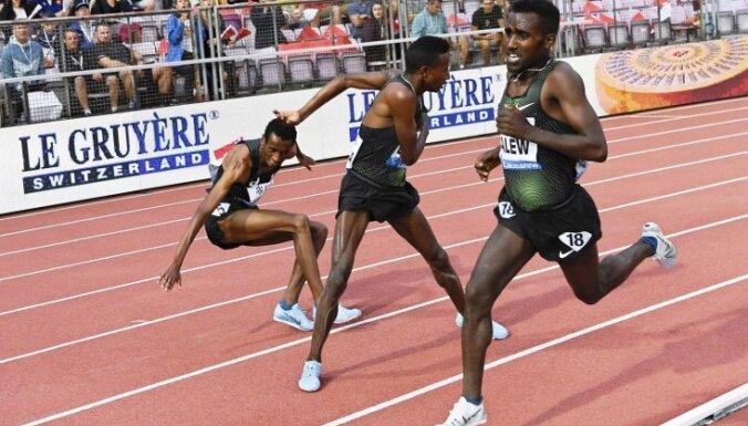 Video: Etiopijas skrējējs Dimanta līgas sacensībās gandrīz atstāj konkurentu bez biksēm