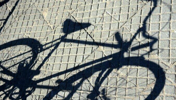 Lūdz sākt kriminālvajāšanu pret ugunsdzēsēju par velosipēda nozagšanu un pārdošanu