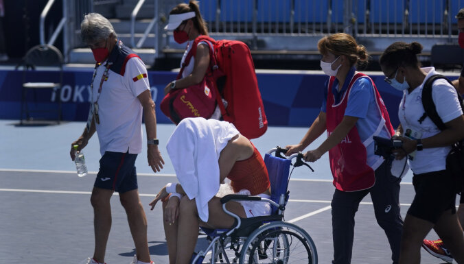 В Токио — ад для теннисистов. Из-за жары игроки теряют сознание, испанку увезли в инвалидном кресле