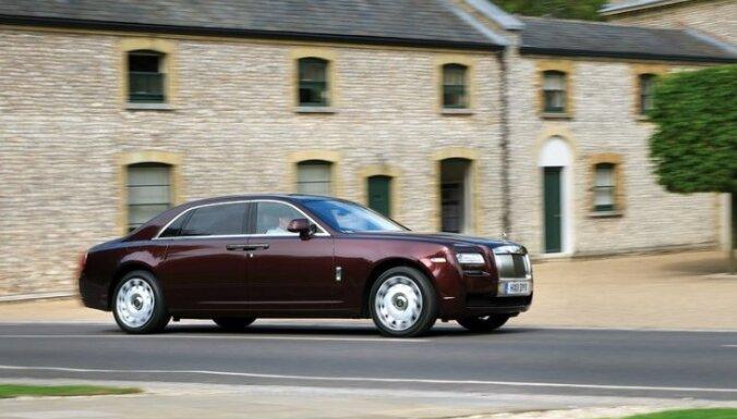 Jūnijā izsolīs 'Trasta komercbankas' spēkratus, tostarp 'Rolls-Royce Ghost'