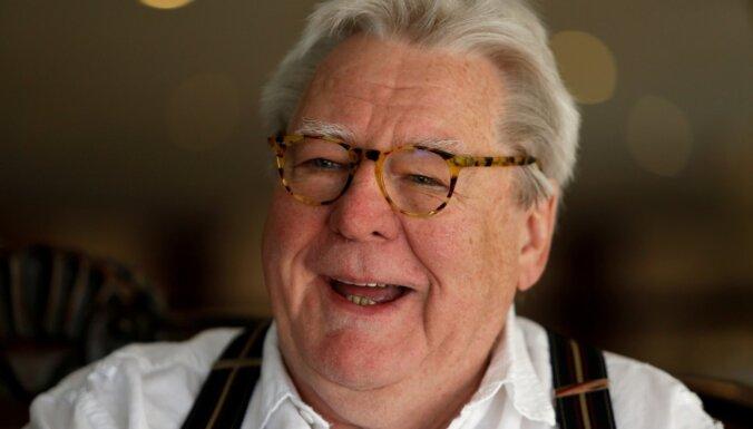 76 gadu vecumā miris britu kinorežisors Alans Pārkers